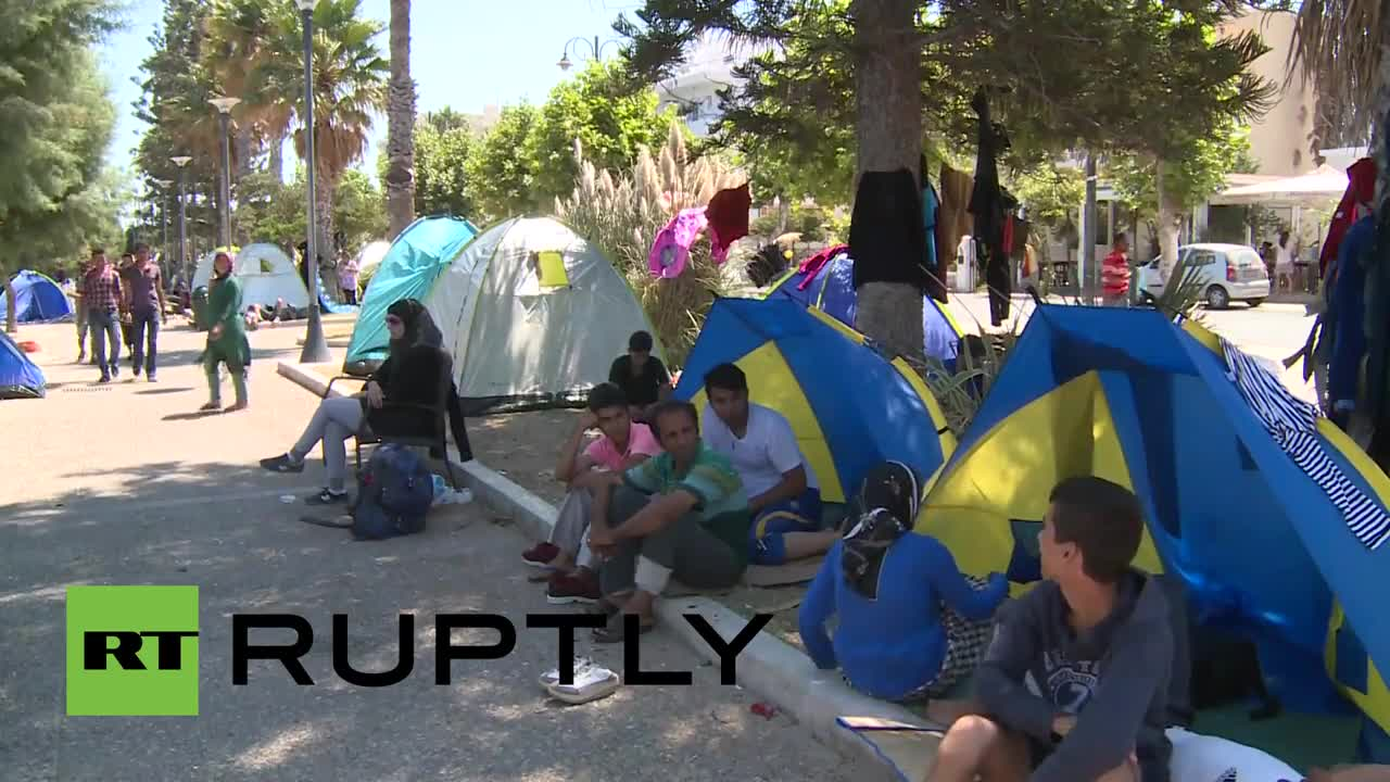 Greece: Migrants continue to inundate \'full-capacity\' Kos