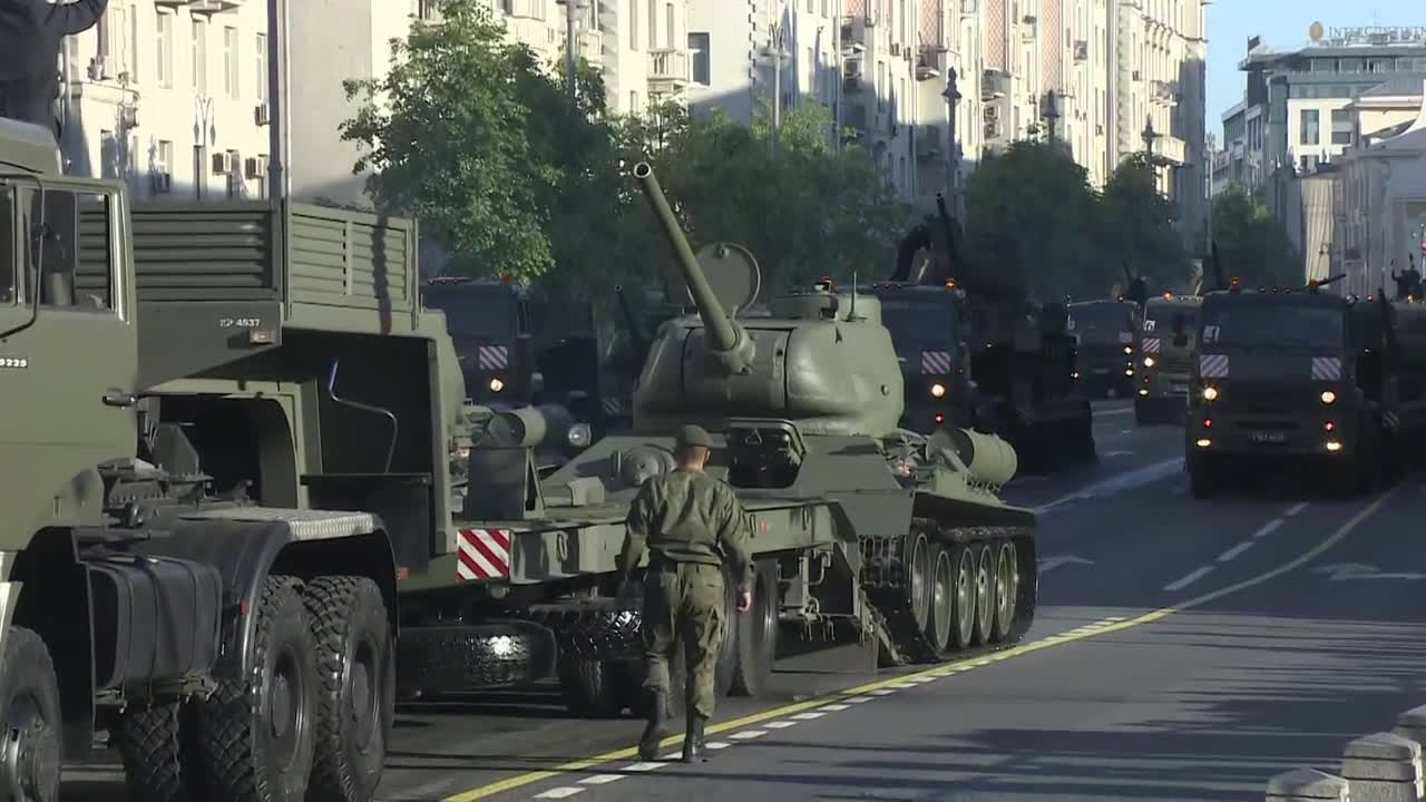 Russia: Military equipment arrives in central Moscow ahead of V-Day parade