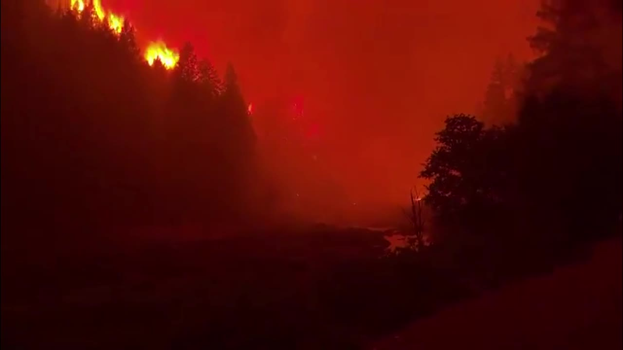USA: California's Dixie wildfire destroys homes as blazes batter western states