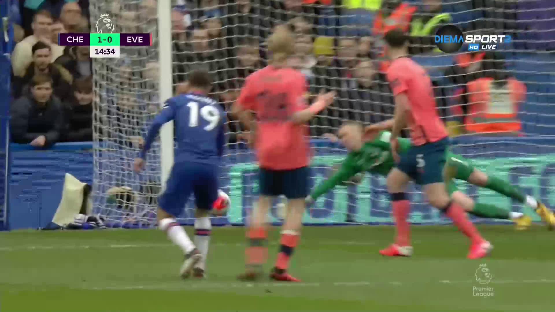 Челси откри рано срещу Евертън