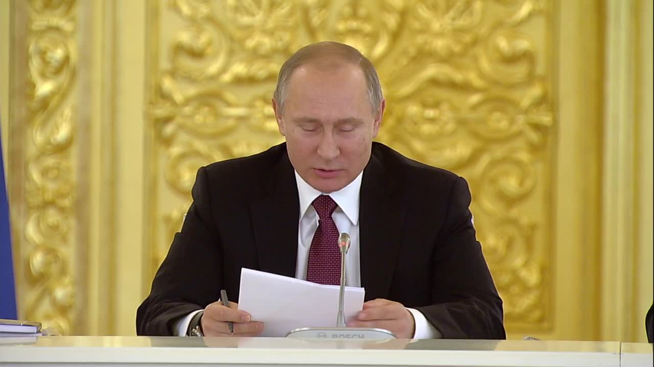 Russia: Putin reveals what makes his hair 'stand on end'