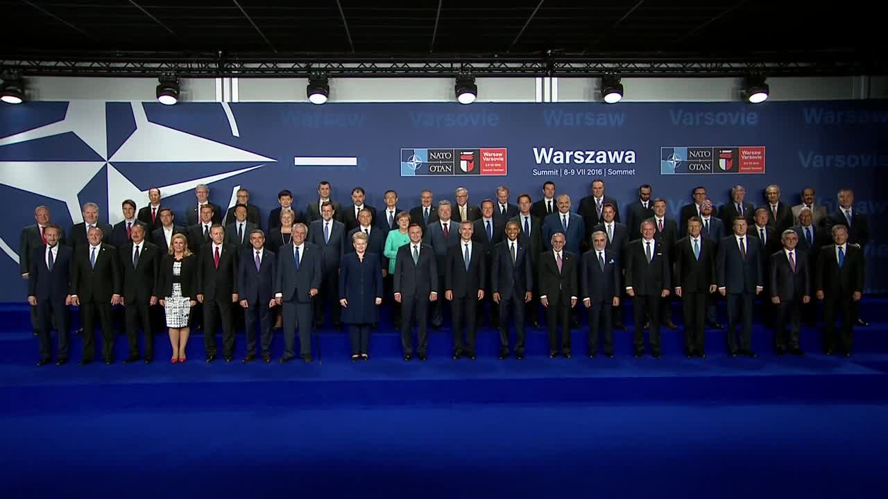 Полша: Лидерите позират за обща снимка във Варшава