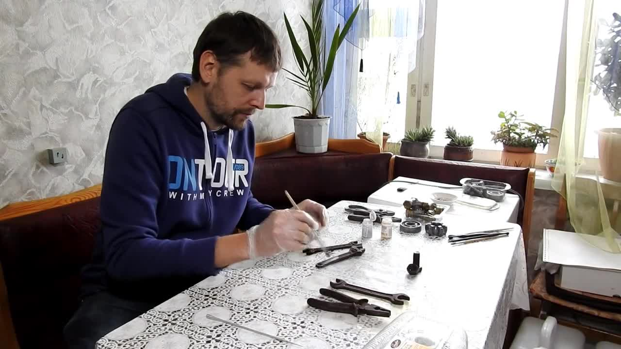 Belarus: Man makes tasty tools that are good enough to eat