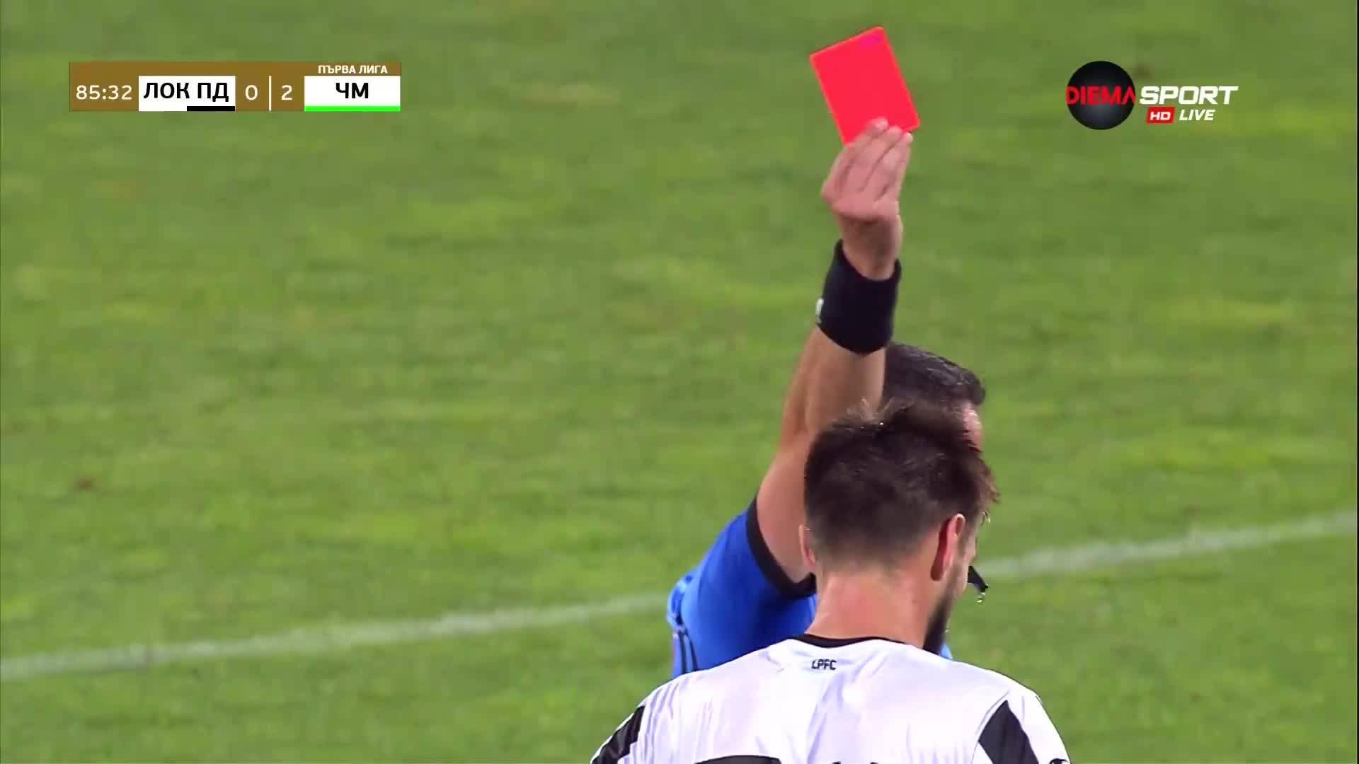 Игор Банович с червен картон в срещата с Черно море