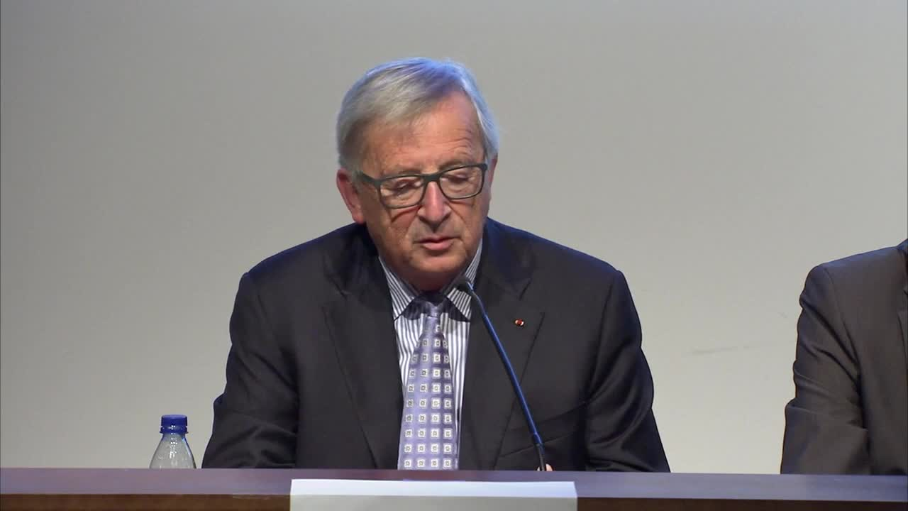 France: Juncker denies May begged for help at dinner, condemns 'all separatism'