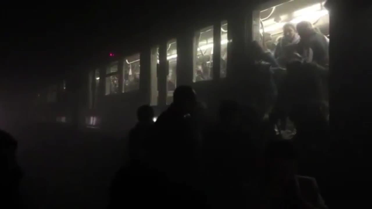 Белгия: Пътници бягат от метрото след взрива