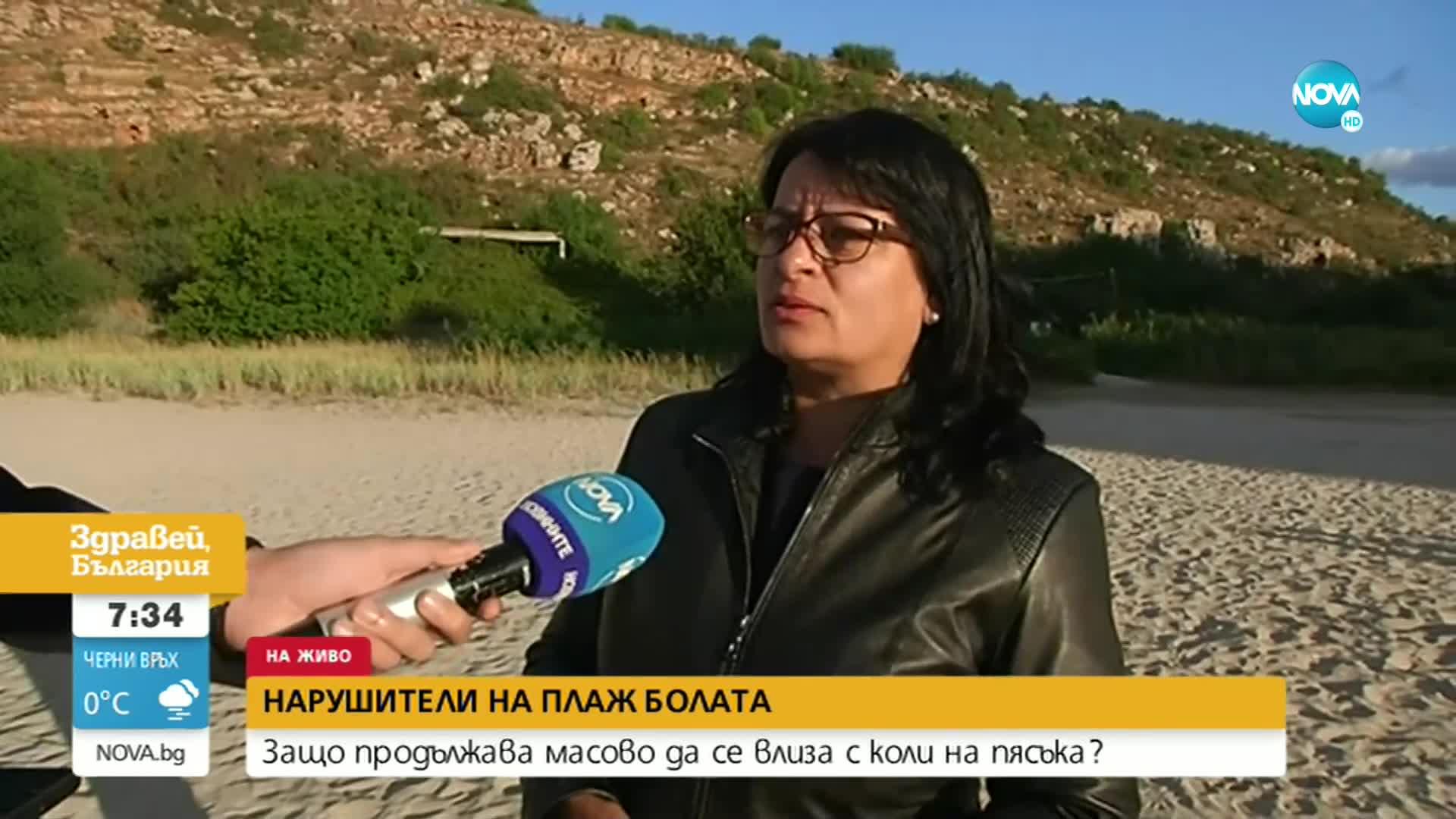 """С КОЛА ПОД ЧАДЪРА: Защо продължава да се паркира на плаж """"Болата"""""""