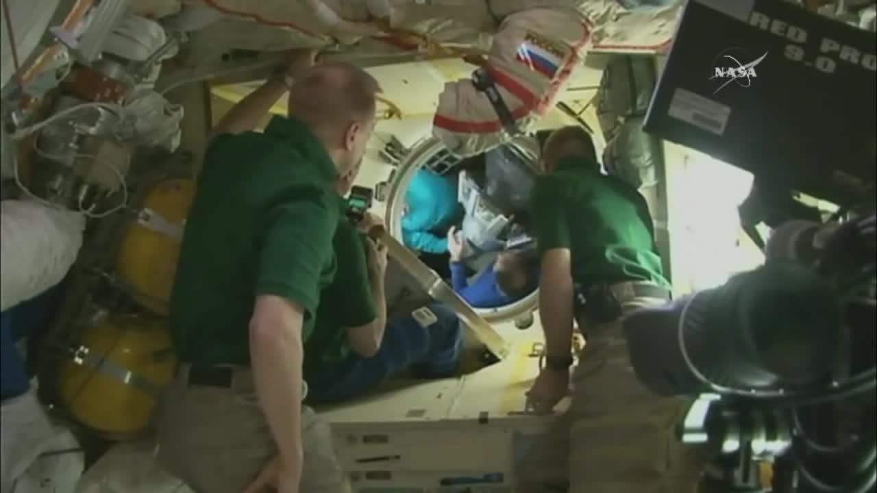 Михаил Корниенко и Скот Кели се подготвят за завръщане след година в Космоса