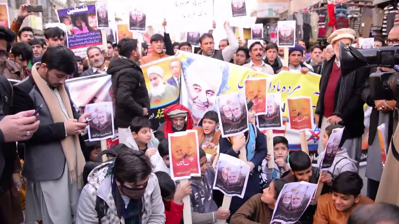 Pakistan: Protesters burn Trump effigy, US and Israeli flags to condemn Soleimani killing
