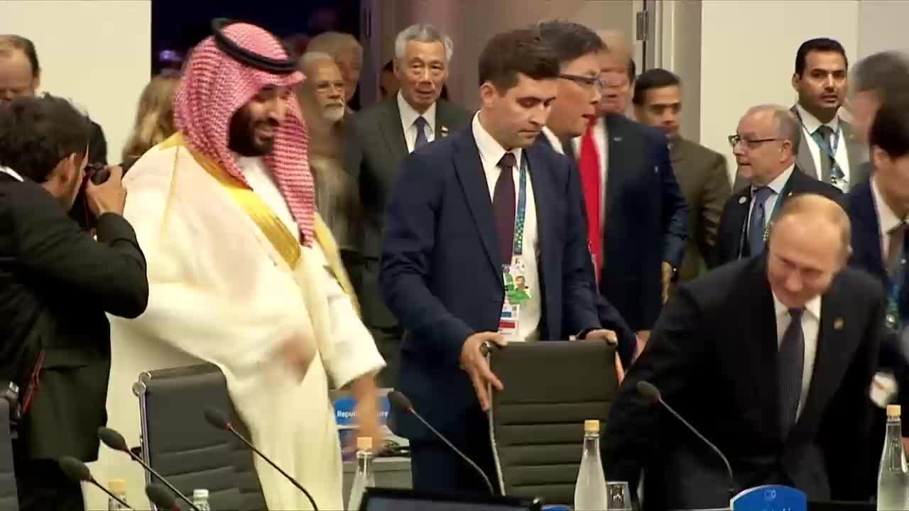 Argentina: Putin and Saudi\'s Crown Prince \'bro handshake\' at G20