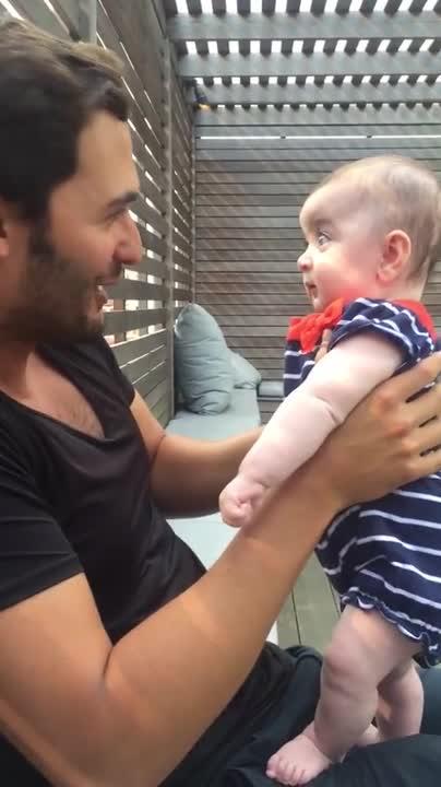 Бебе със здрави нерви. То успя да издържи потока от думи