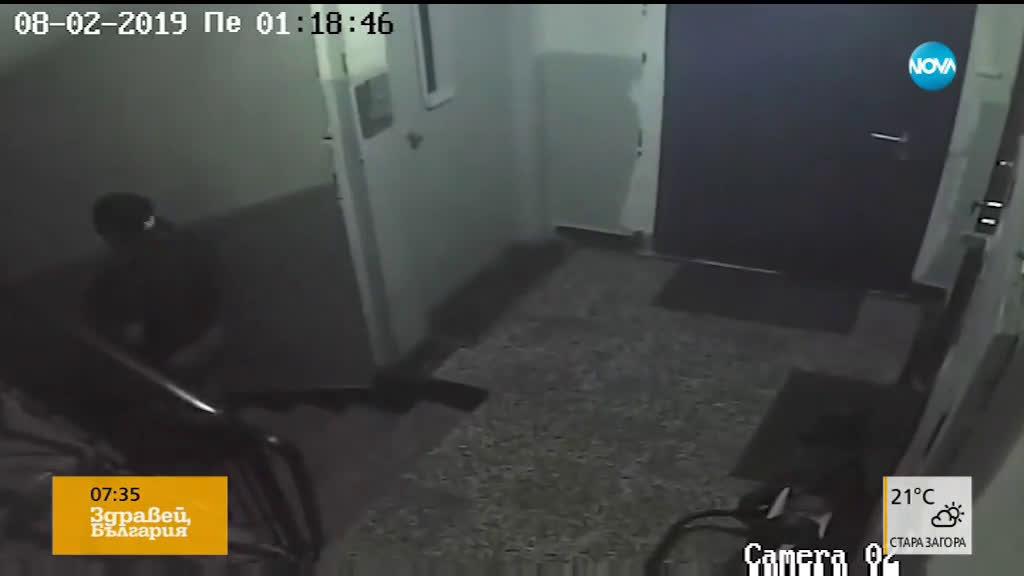"""""""Дръжте крадеца"""": Мъж задигна детска количка от вход"""