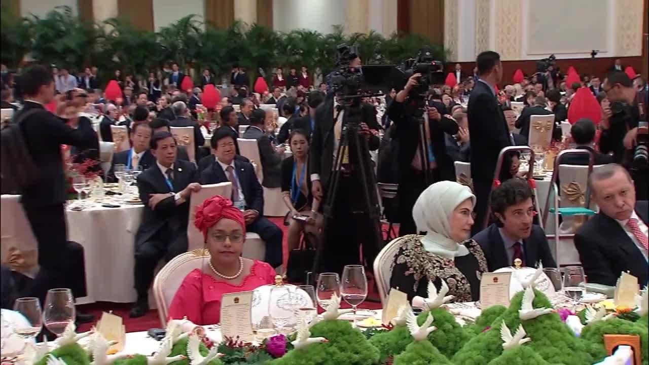Си Дзинпин посреща световни лидери на форума за международно сътрудничество