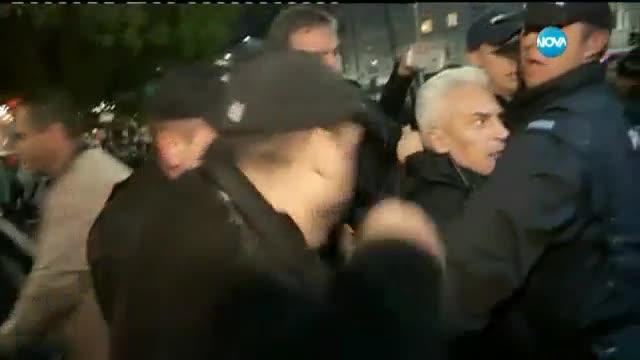 Екшънът пред НАТФИЗ, удариха Волен Сидеров