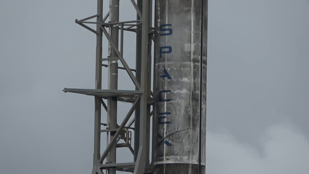 USA: SpaceX launches additional 60 Starlink satellites from Florida