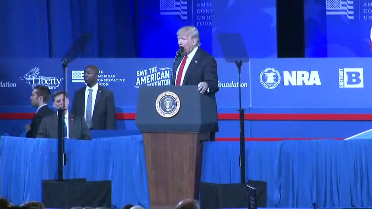 USA: \'Fake news\' is \'the enemy of the people\' – Trump rips into media at CPAC