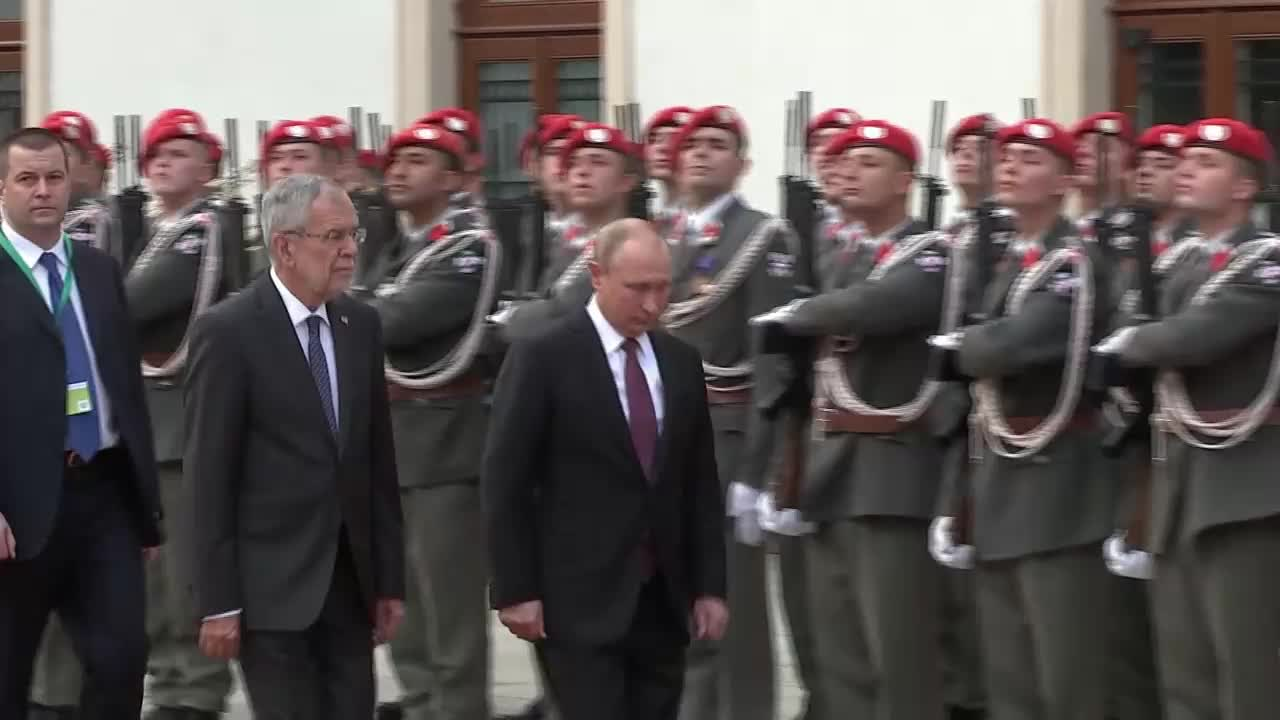 Austria: Putin arrives in Vienna on official visit