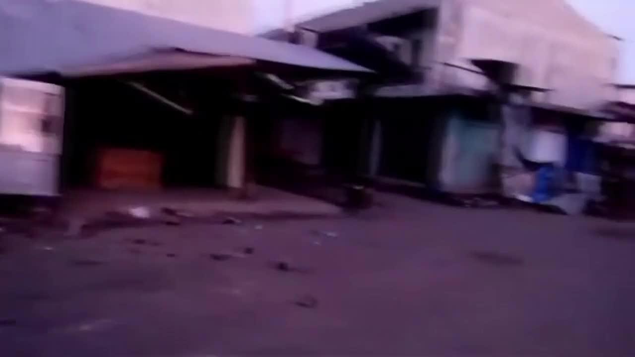 Мощен трус в Индонезия, има жертви, а сгради са сринати
