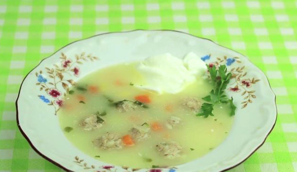 Вкусна супа топчета