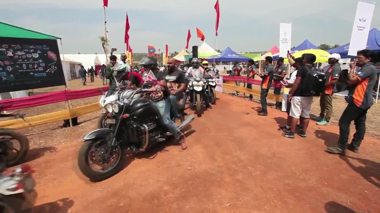 """Над 15000 фена на """"Harley Davidson"""" на събор в Индия"""