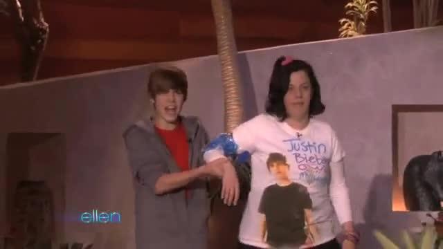 Justin Bieber беше нападнат от луда фенка