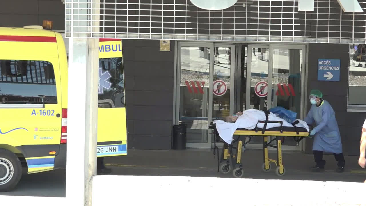 Spain: Field hospital is set up in Lleida in response to covid outbreaks