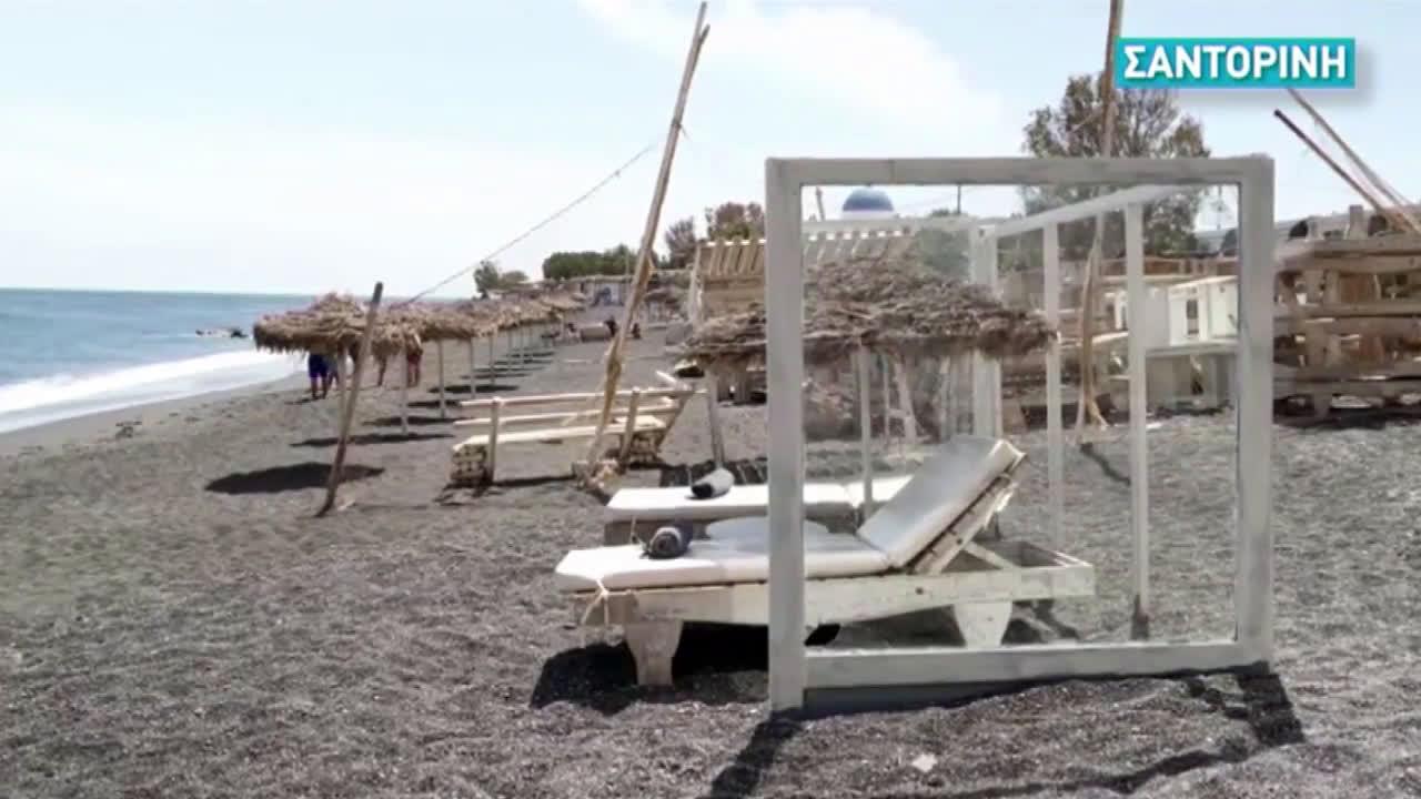 Greece: Plexiglass dividers installed on Santorini beaches amid COVID-19 crisis
