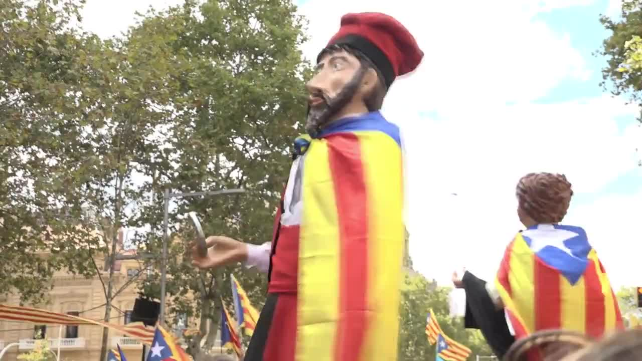 Spain: \'No one can stop us\' - Barcelonians hold massive rally in support of Catalan independence