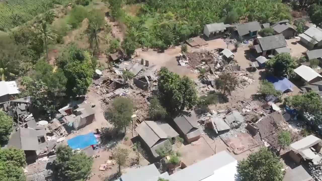 Indonesia: Drone footage reveals destruction after fatal Lombok quakes