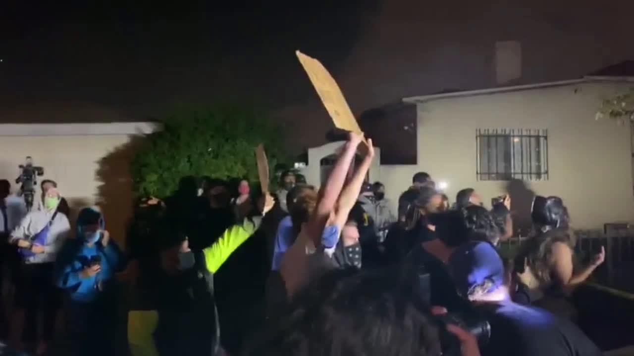 USA: Protest held after Los Angeles sheriff's deputies shoot and kill black man