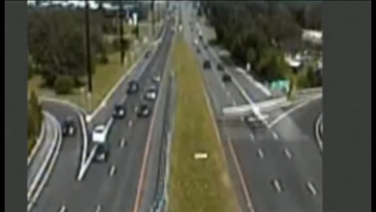 Самолет се приземи аварийно на магистрала в Сащ