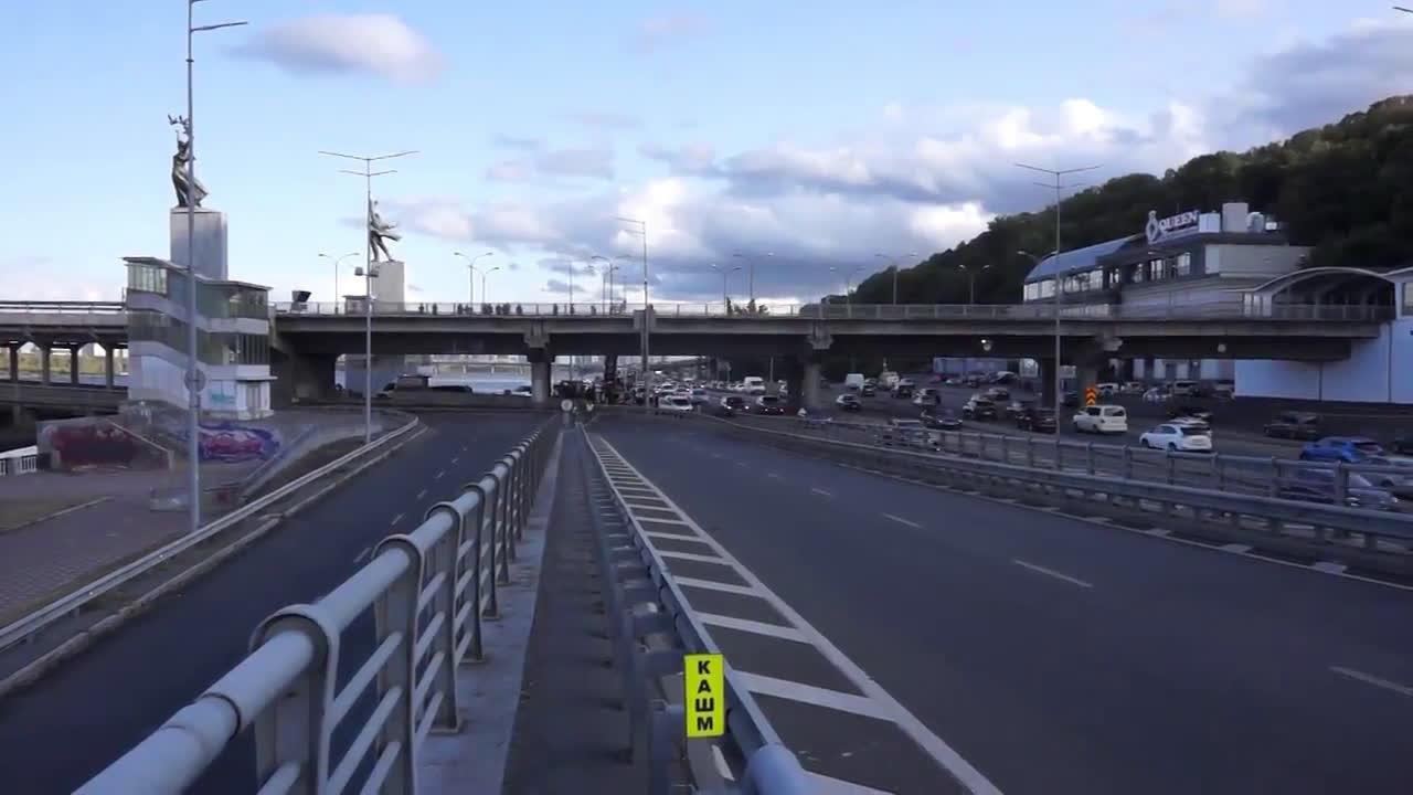 Ukraine: Kiev Metro Bridge on shutdown amid bomb threat
