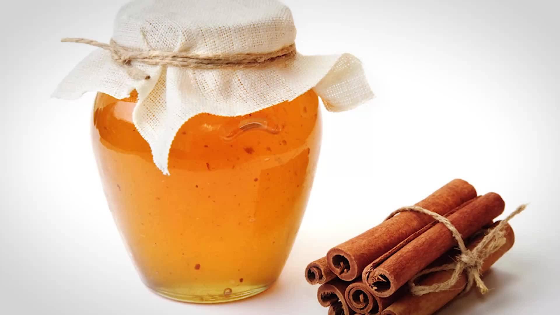 Маска против акне за мазна кожа с мед и канела
