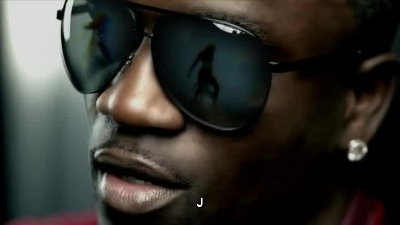 Akon defends hero bill cosby