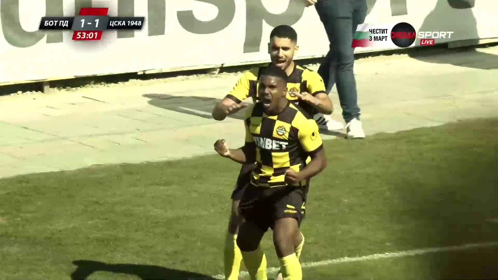 Маркиньос изравни с дебютния си гол за Ботев Пд