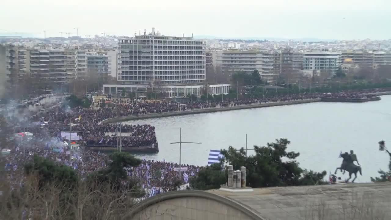 Greece: Greeks flood Thessaloniki port tro protest FYROM bid to be called 'Macedonia'
