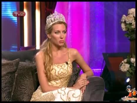 Антония Петрова в Шоуто на Азис 14.04.2009 Част 2