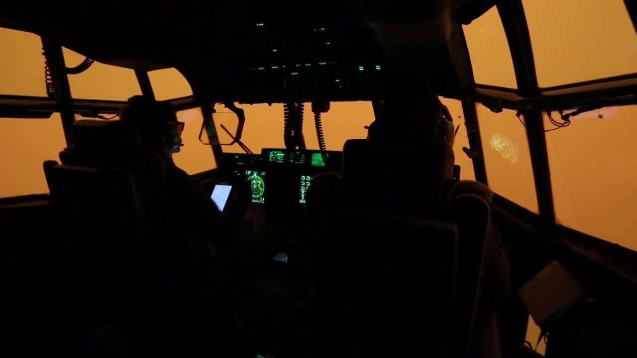 Australia: Red smoke surrounds Australian Air Force plane amid evacuation efforts in Mallacoota