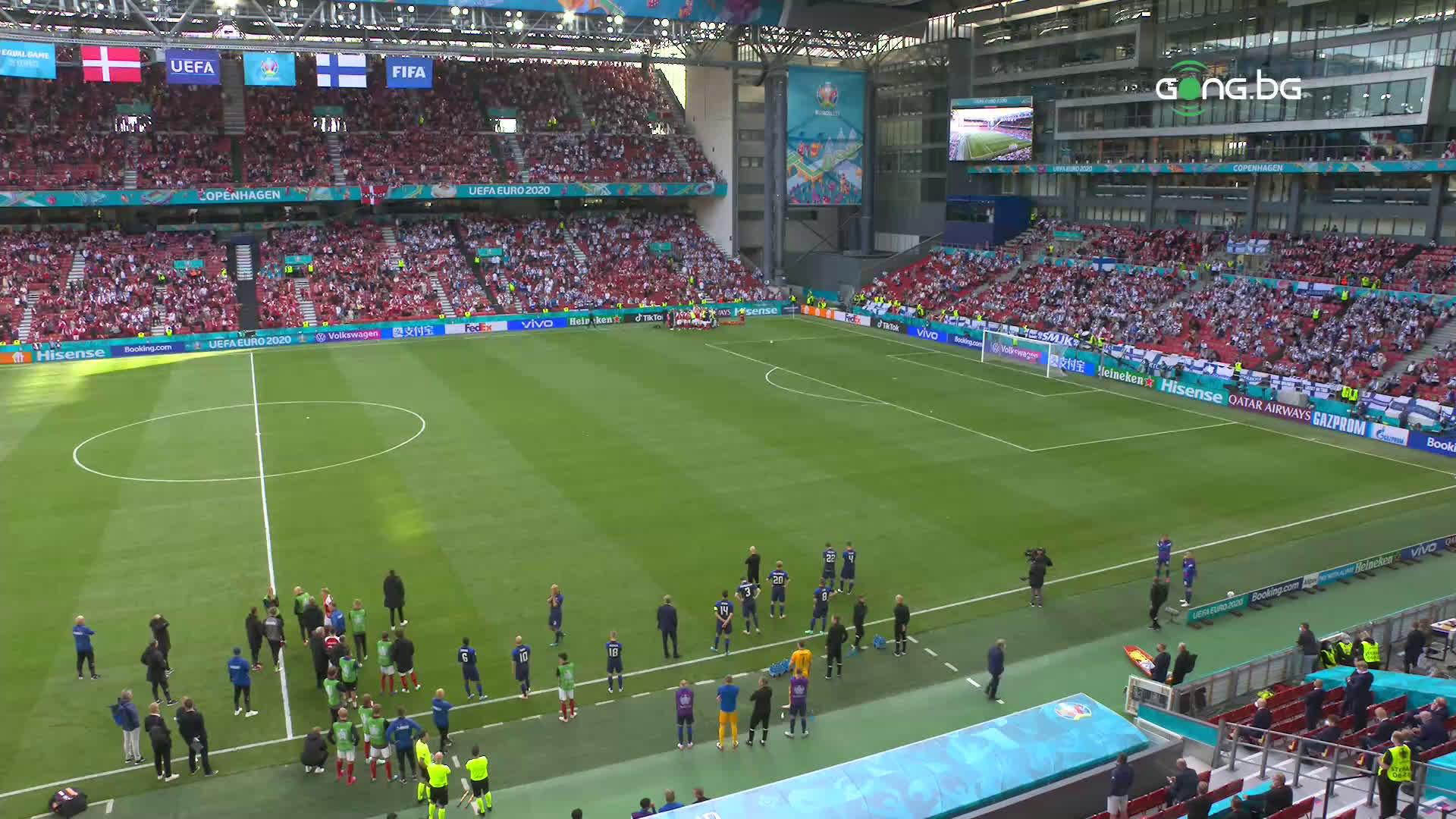 Кошмар! Смразяващи сцени прекъснаха Дания - Финландия