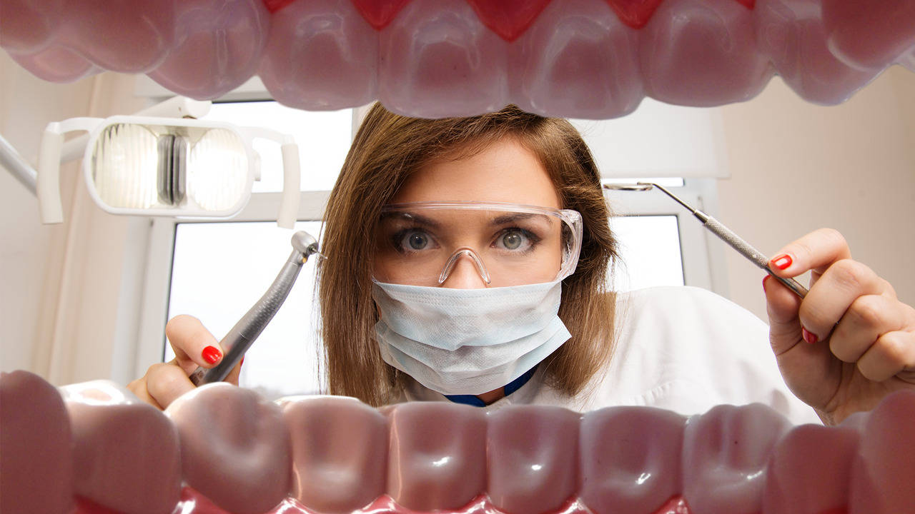 "23-годишна студентка по стоматология спечели конкурса ""Мис ВСЕЛЕНА"""