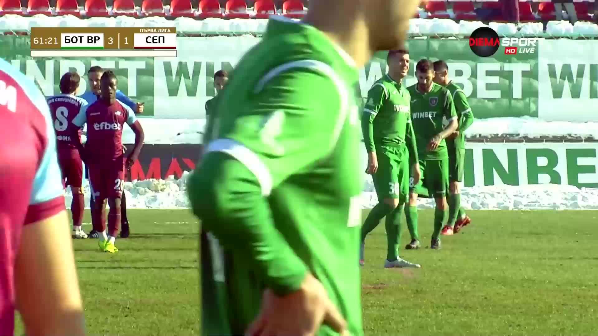 Червени картони в дербито между Ботев Враца и Септември