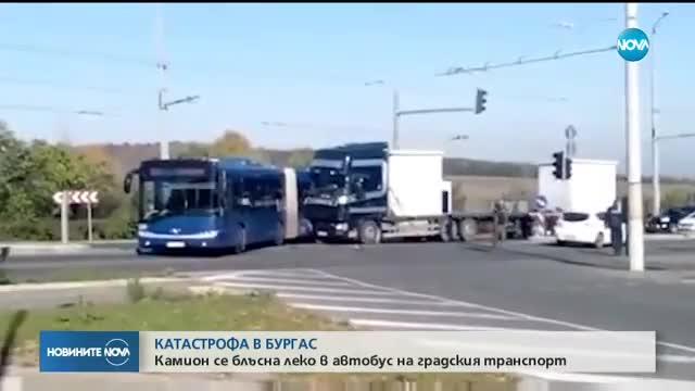 ТИР удари автобус в Бургас, има ранени