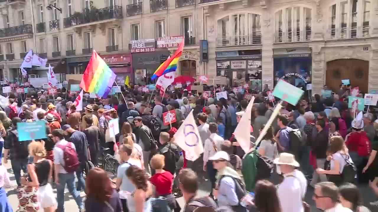 Десетки хиляди протестират срещу Макрон в Париж