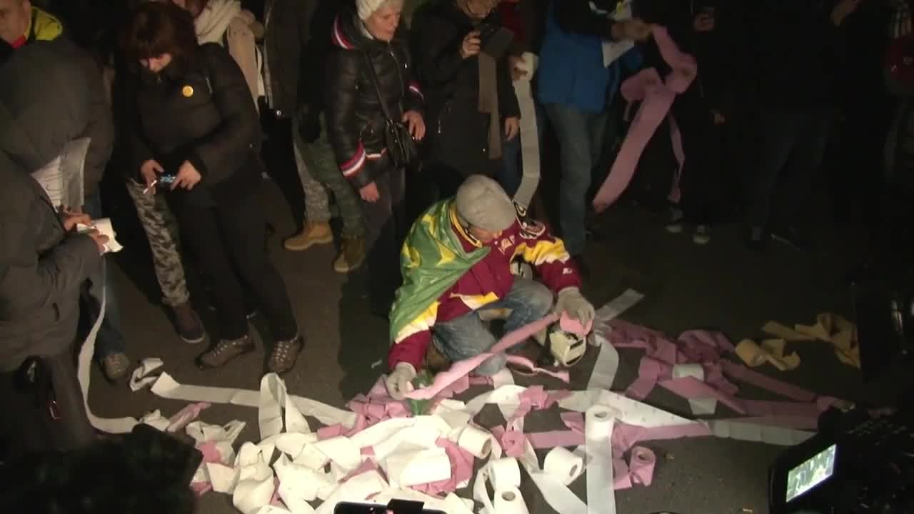 Romania: Protesters condemn government's approval of fiscal measures
