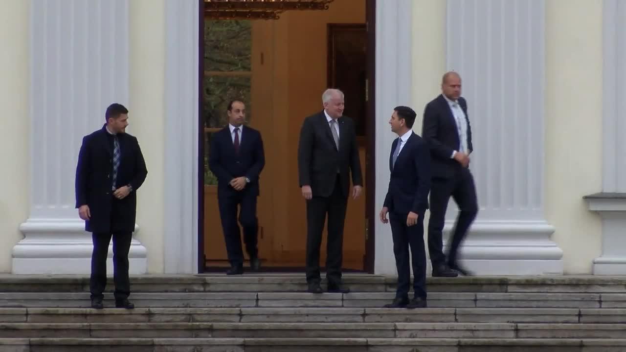 Germany: CSU's Seehofer meets Steinmeier after failed coalition talks