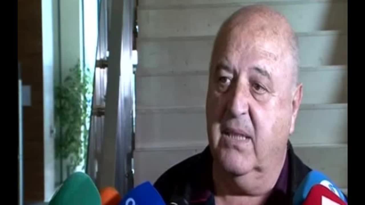 Венци Стефанов: Почиства се стадионът и мачът се играе утре