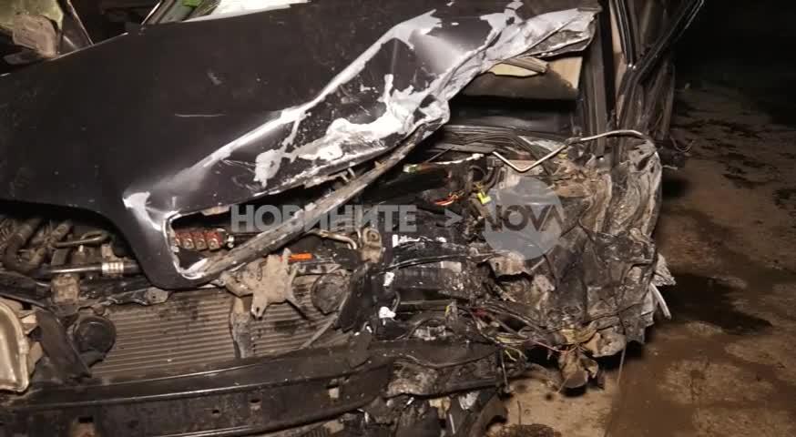 ЧЕЛЕН УДАР: Трима ранени след катастрофа на прав участък