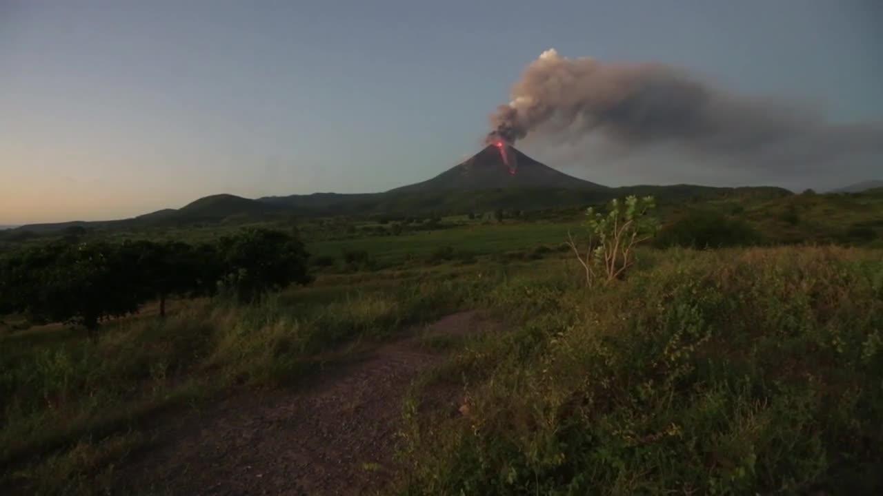 Nicaragua: Momotombo stratovolcano spouts ash and lava