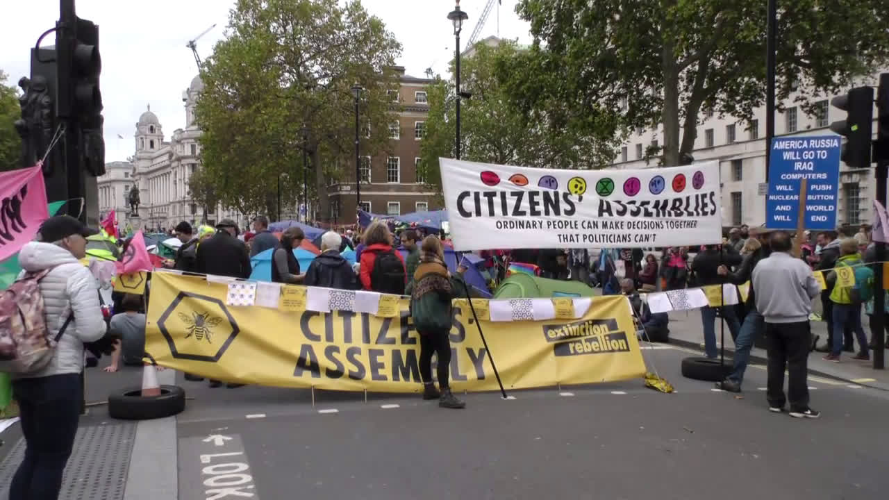 UK: Extinction Rebellion activists camp out in central London