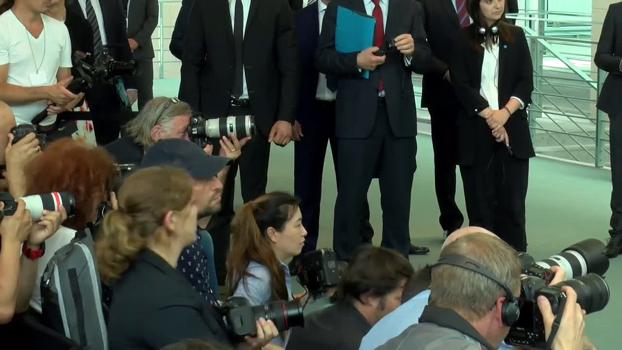 Germany: Merkel appears to tremble while viewing parade with Zelenskiy in Berlin